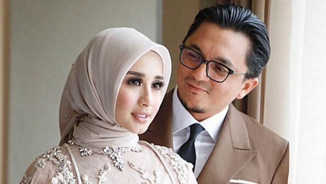 Resepsi ke-2 Laudya Cynthia Bella dan Engku Emran sungguh berbeda dengan acara yang berlangsung di Malaysia sebelumnya. Kali ini, para selebriti Indonesia terlihat banyak yang hadir turut meramaikan acara. (Instagram/bellaers_makasar)