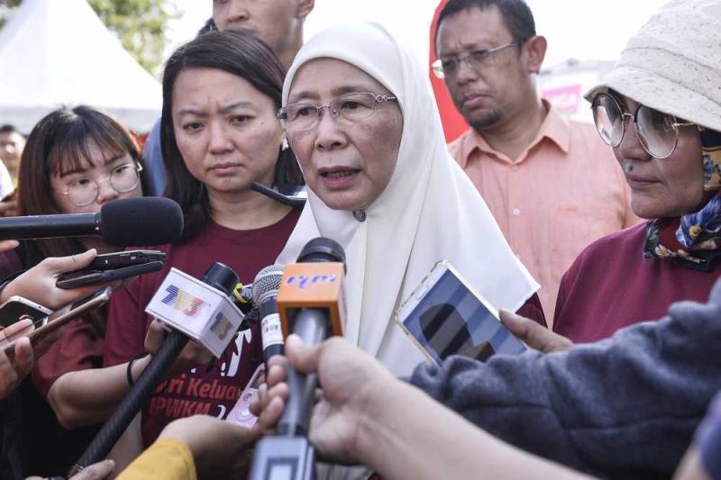 Earlier today, Datuk Seri Dr Wan Azizah Wan Ismail said Sarawak, Pahang, Terengganu, Perlis, Negri Sembilan, Kedah and Kelantan have refused to amend laws on child marriages. ― Picture by Miera Zulyana