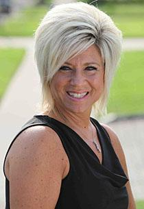Exclusive Clip: Long Island Medium Talks to the Dead