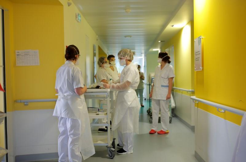 German, Swiss hospitals to treat coronavirus patients from eastern France