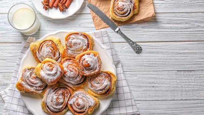 Cara Membuat Cinnamon Rolls Roti Tawar yang Simpel dan Unik