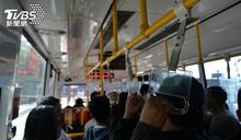 肉麻情侶公車放閃 下秒司機急煞「鏘」一聲結局超爆笑