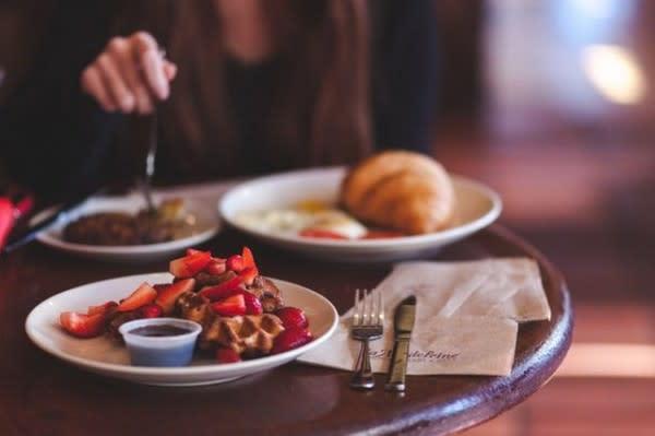 5 Tips yang Bisa Kamu Terapkan Saat Coba Tren Cafe Hopping!