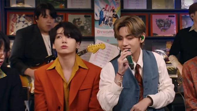 BTS di Tiny Desk Concert (NPR)