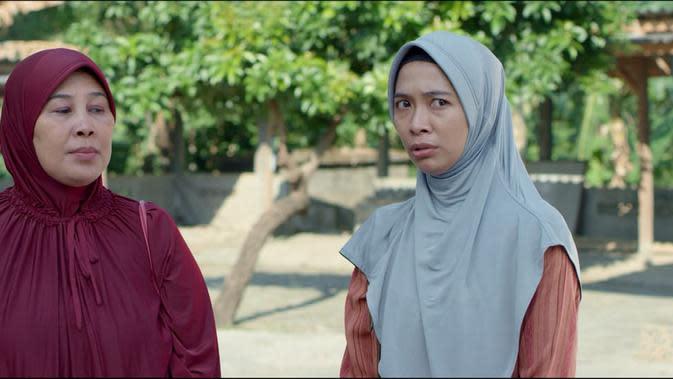 Yu Sam diperankan Dyah Mulani dan Bu Tri dimainkan Angeline Rizky. (Foto: Dok. Ravacana Films)
