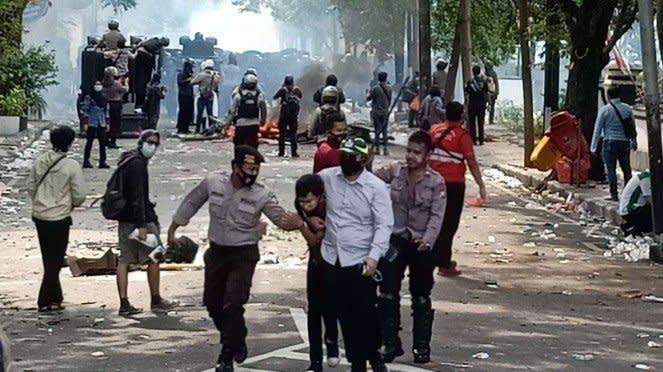 Kericuhan aksi demonstrasi menolak Undang-Undang Omnibus Law Cipta Kerja di Kota
