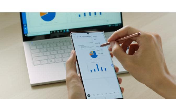 Ketika menghubungkan Galaxy Note20 maupun Galaxy Note20 Ultra ke layar TV, kamu bisa mendapati dua layar yang berbeda antara ponsel dan TV.