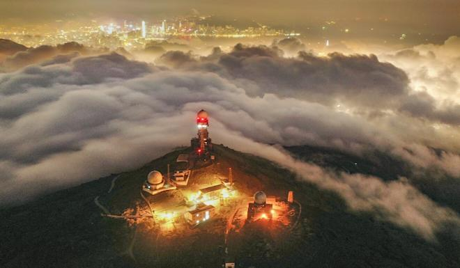 Heavy fog and low altitude clouds cover the Observatory's weather radar in Tai Mo Shan. Photo: Martin Chan