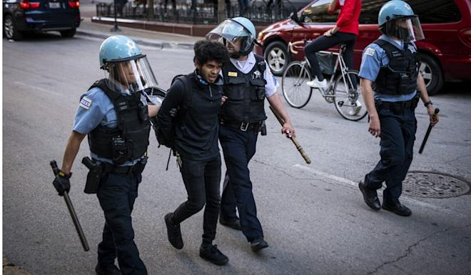 A demonstrator is detained by police in Chicago. Photo: Xinhua