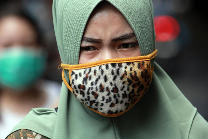 BINTAN, INDONESIA - AUGUST 11, 2020 : People used mask at Tanjungpinang amid concerns of the COVID-19 coronavirus outbreak in Bintan, Riau islands province, Indonesia on August 11, 2020.- PHOTOGRAPH BY Yuli Seperi / Sijori Images/ Barcroft Studios / Future Publishing (Photo credit should read Yuli Seperi / Sijori Images/Barcroft Media via Getty Images)