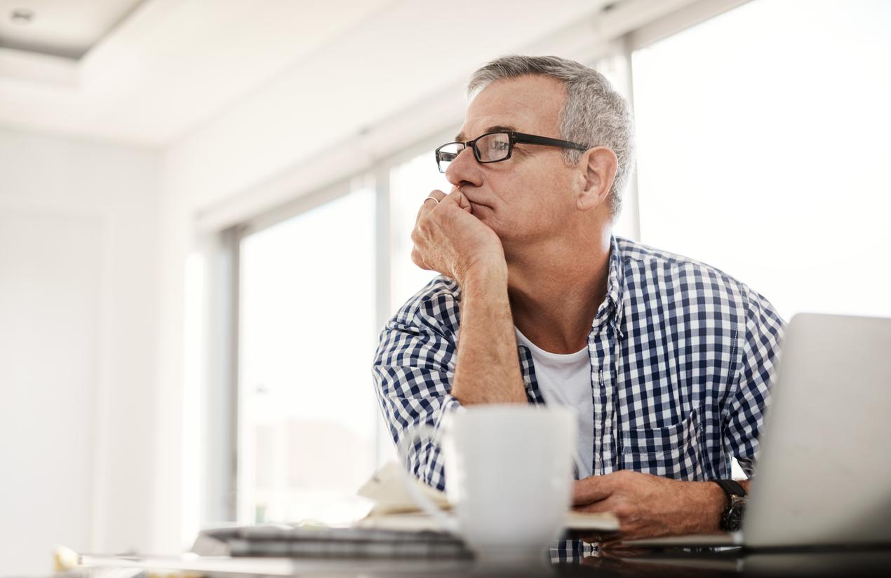"""Some days, it feels impossible to <a href=""""https://bestlifeonline.com/winter-productivity/?utm_source=yahoo-news&utm_medium=feed&utm_campaign=yahoo-feed"""">stay on task</a> at work. Your phone keeps buzzing, your mind keeps wandering, or you're just having trouble getting motivated. We get it—<a href=""""https://bestlifeonline.com/beat-back-to-work-blues/?utm_source=yahoo-news&utm_medium=feed&utm_campaign=yahoo-feed"""" target=""""_blank"""">staying focused at work</a> is <em>hard</em>. But here's the good news: It's totally possible to <a href=""""https://bestlifeonline.com/be-more-productive-new-year/?utm_source=yahoo-news&utm_medium=feed&utm_campaign=yahoo-feed"""">get your productivity</a> back on track. To help you eliminate distractions and learn how to focus at work, we've rounded up the surprising things that might be derailing your attention, according to HR professionals, scientific researchers, and other productivity experts.      <div class=""""number-head-mod number-head-mod-standalone"""">         <h2 class=""""header-mod"""">                     <div class=""""number"""">1</div>             <div class=""""title"""">Your late bedtime</div>                     </h2>     </div>"""