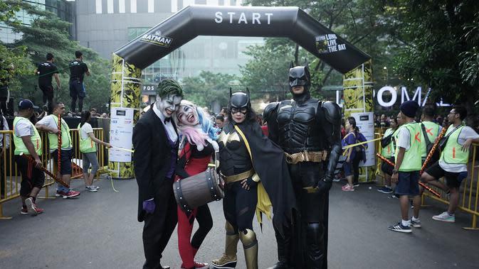 Para pelari berpose saat mengikuti Batman Run Series di Jakarta Barat, Minggu (1/12). Acara ini merupakan kerjasama antara Indofunrun dengan Lippo Mall Puri. (Dokumentasi Indofunrun)