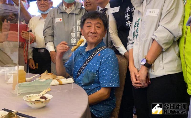▲阿中部長對台南特色小吃美食讚不絕口。(圖/記者陳聖璋攝,2020.05.30)