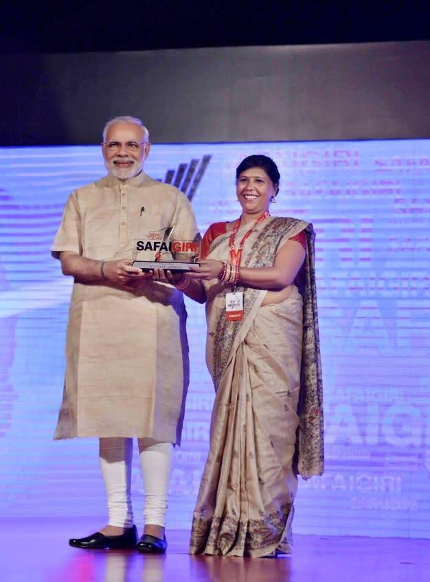 Usha Chaumar withe Indian Prime Minister Narendra Modi