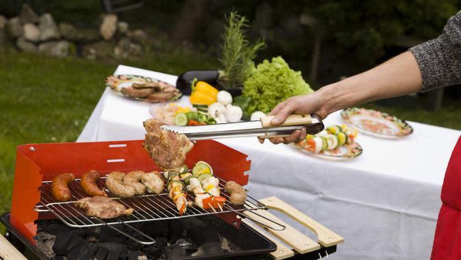 Memanggang daging./Copyright shutterstock.com