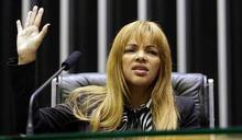 擁有55個小孩!巴西女議員多次殺夫失敗 遭控指使孩子「行刑式槍決」牧師尪
