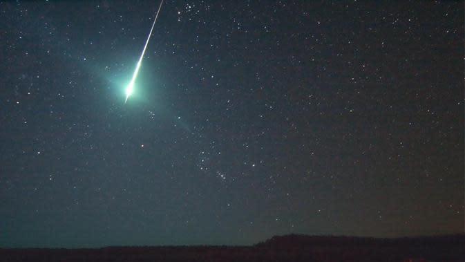 Bola api bisa terlihat di langit malam Halloween saat puncak hujan meteor Taurid. (HOWARD EDIN, OKLAHOMA CITY ASTRONOMY CLUB, IENCE@NASA, NASA GODDARD SPACE FLIGHT CENTER)