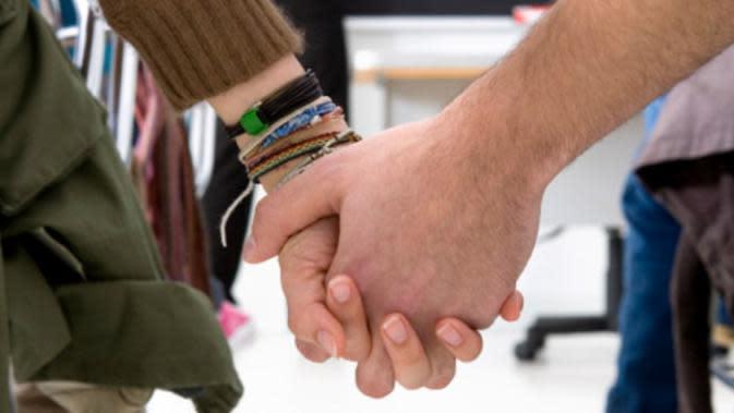 Kurangnya pendidikan seks dini bisa menjadi pemicu seks bebas di kalangan remaja.