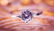 近15克拉粉鑽「玫瑰花魂」 7.3億天價落槌