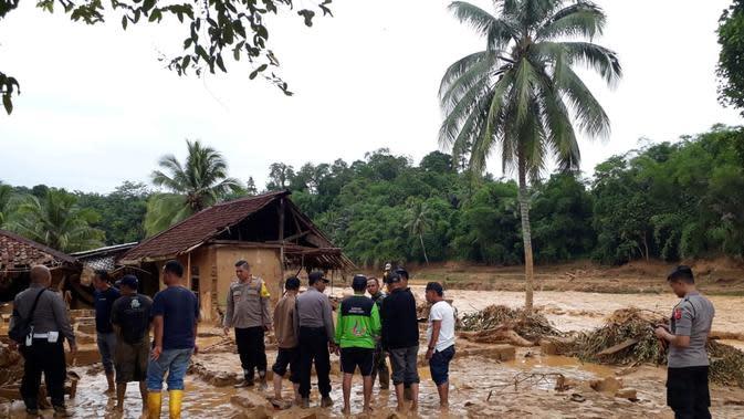 Cerita Relawan NU Terjun ke Wilayah Terisolasi Akibat Banjir Lebak