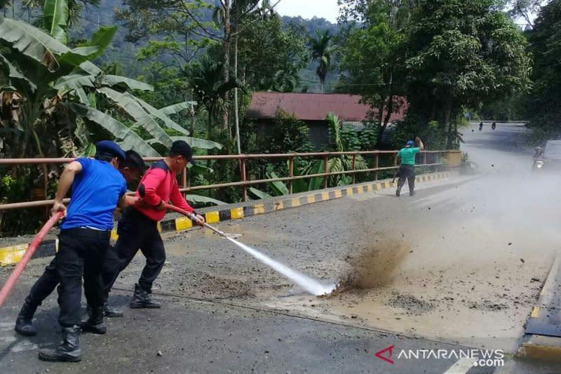 Pemkab Solok Selatan Bersihkan Jalur TdS