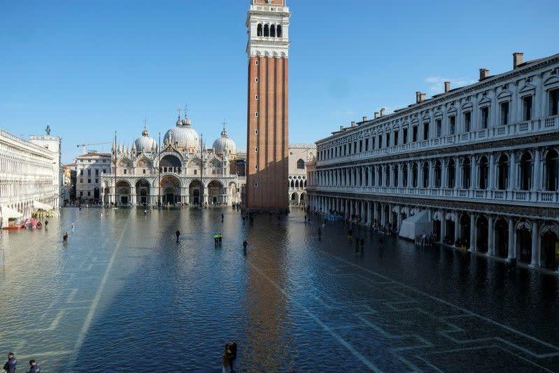 Warga Venesia pembangkang bersumpah untuk bertahan sekalipun banjir yang menghancurkan