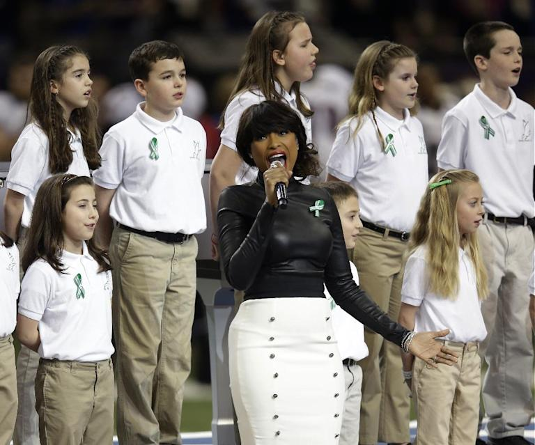 """Jennifer Hudson, center, sings """"God Bless America"""" before the NFL Super Bowl XLVII football game between the San Francisco 49ers and the Baltimore Ravens, Sunday, Feb. 3, 2013, in New Orleans. (AP Photo/Evan Vucci)"""