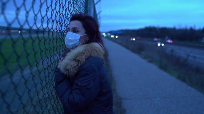 Wanita Eropa pakai masker, ilustrasi cegah virus corona.