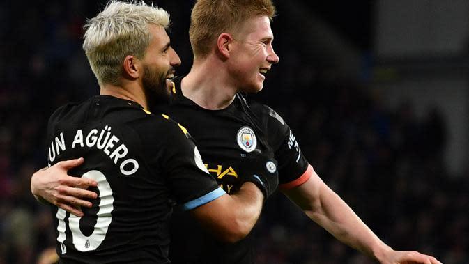 Striker Manchester City, Sergio Aguero, merayakan gol yang dicetaknya saat menghadapi Aston Villa, Minggu (12/1/2019) malam WIB. Manchester City menang telak 5-0 dan Aguero mencetak hattrick dalam pertandingan ini. (AFP/Paul Ellis)