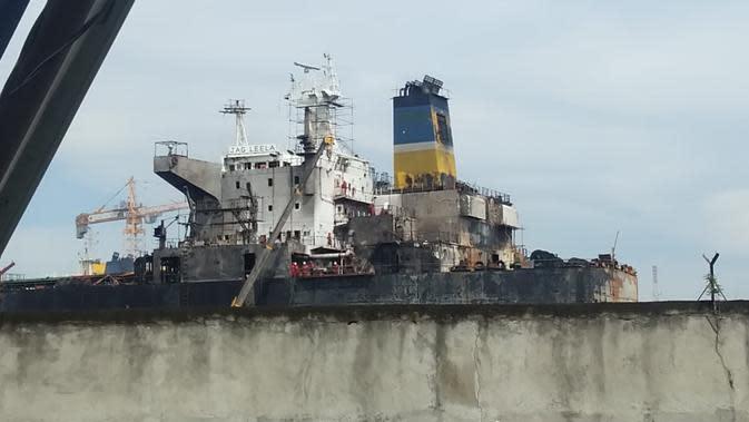 Kapal terbakar MT Jag Leela yang terbakar sedang melakukan perawatan atau docking di galangan kapal milik PT. Waruna Nusa Sentana Shipyard, Belawan.