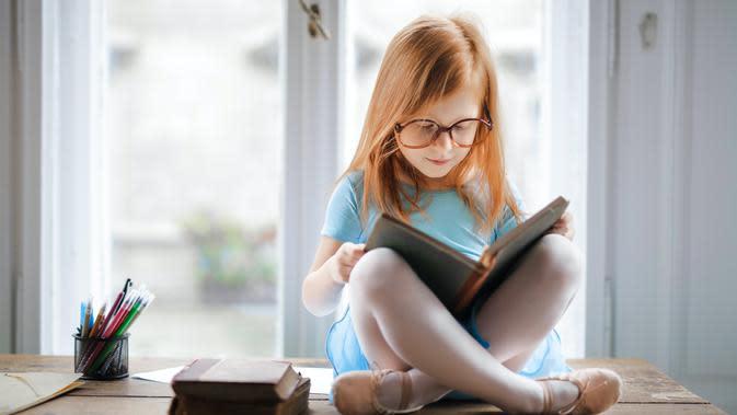Ilustrasi anak belajar membaca | pexels.com/@olly