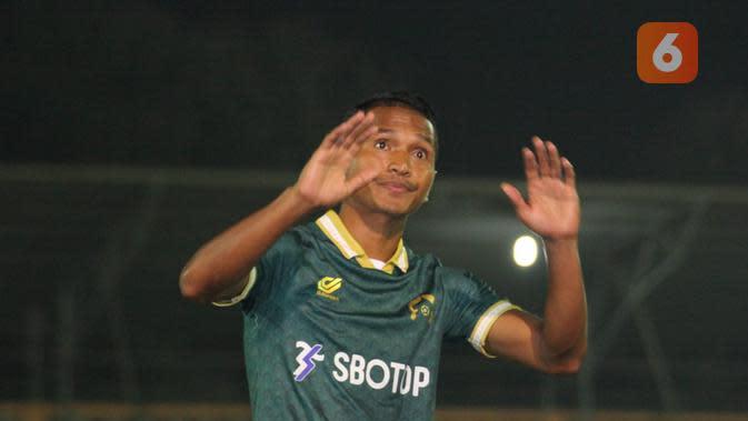 Tira Persikabo resmi memperkenalkan Abduh Lestaluhu sebagai bagian dari skuat untuk Liga 1 2020. (Bola.com/Zulfirdaus Harahap)