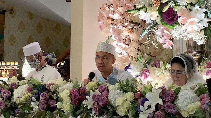 Suasana pengajian jelang pernikahan Nikita Willy dan Indra Priawan. (Instagram @rinadianatri)