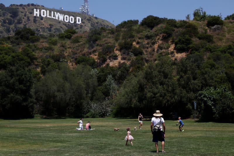 California akan beri panduan untuk memulai kembali produksi TV dan film