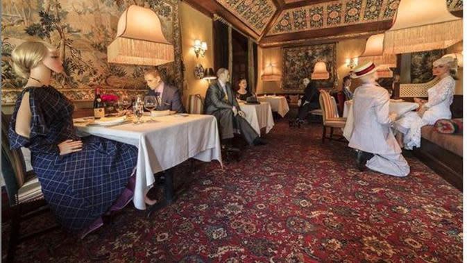 Terapkan Social Distancing, Restoran di Amerika Gandeng Grup Teater. (dok.Instagram @innalittlewash/https://www.instagram.com/p/CAGu1ILhB4A/Henry)