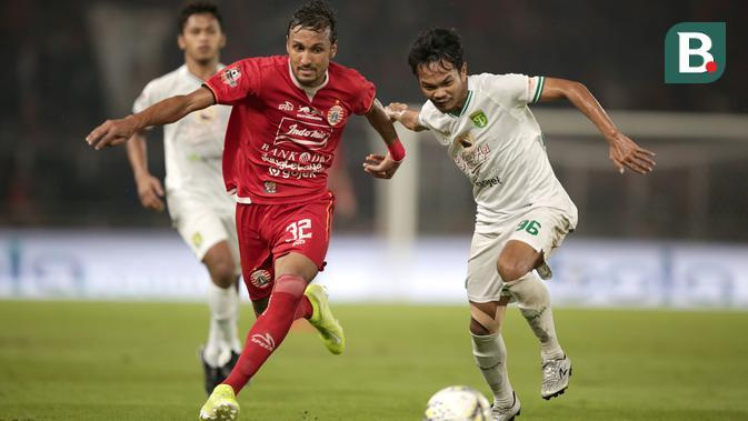 Peran Rohit terhadap Persija Jakarta begitu vital. Kualitasnya sebagai pemain terbilang mumpuni dan mampu bermain di berbagai posisi, mulai dari gelandang bertahan, box to box, serang hingga bek tengah. (Bola.com/Yoppy Renato)