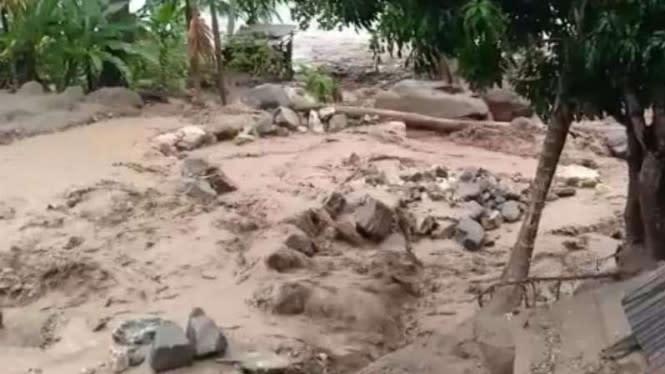 Banjir Bandang Terjang Cicurug Sukabumi, Rumah dan Mobil Hanyut