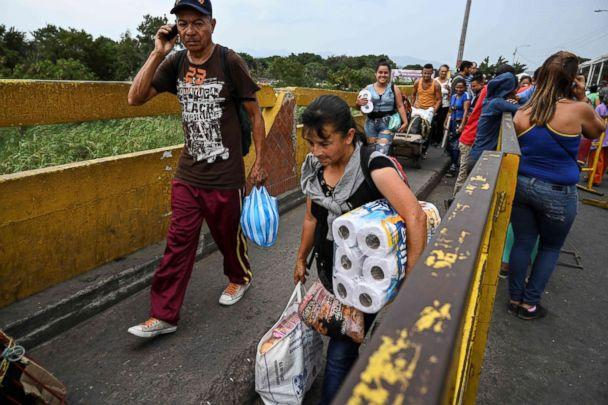 PHOTO: Venezuelans cross the Simon Bolivar brige in San Antonio del Tachira, Tachira State, Venezuela, on the border with Colombia, Feb. 20, 2019. (Juan Barreto/AFP/Getty Images)