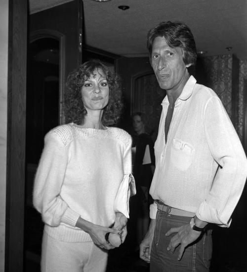 """This 1979 photo released by the Las Vegas News Bureau shows David Brenner and Lesley Ann Warren at the Riviera Hotel in Las Vegas. A spokesman for the family of Brenner says the """"Tonight Show"""" favorite has died. He was 78. Brenner died Saturday March 15, 2014, at his home in New York City, said Jeff Abraham, who was Brenner's publicist. (AP Photo/ Las Vegas News Bureau)"""