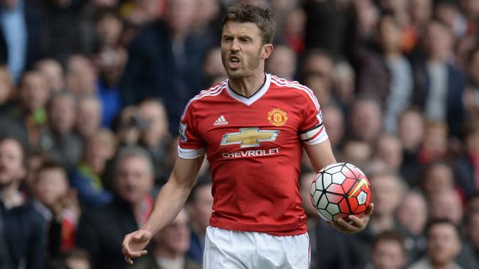 Michael Carrick menjadi kapten Manchester United pada 2017-2018.(AFP/Oli Scarff)