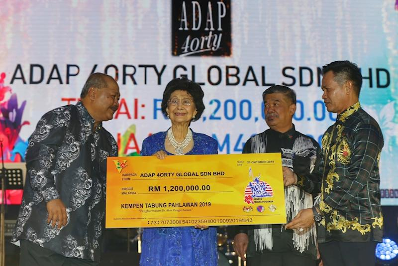 Warriors' Fund patron Tun Dr Siti Hasmah Mohd Ali receives a mock cheque from Adap 4orty Global during the Warriors' Fund charity dinner at Wisma Perwira Angkatan Tentera Malaysia in Kuala Lumpur October 21, 2019. — Picture by Ahmad Zamzahuri