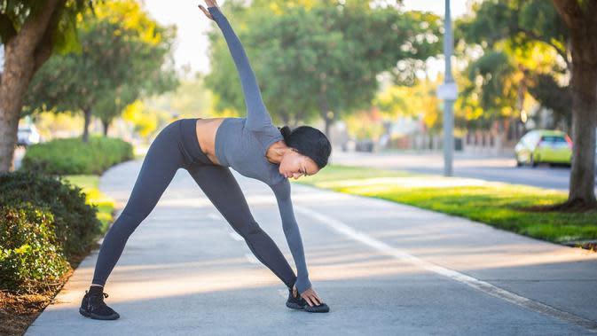 Ilustrasi olahraga, stretching, peregangan. (Gambar oleh Irina L dari Pixabay)