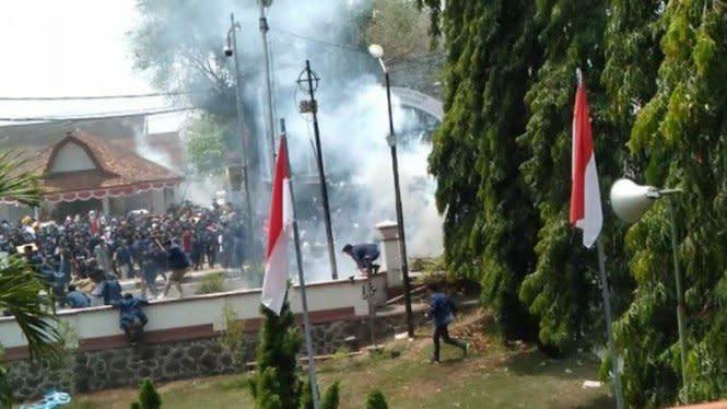 Cek Fakta: Video Bentrok di Mataram, Banyak Mahasiswa Tumbang