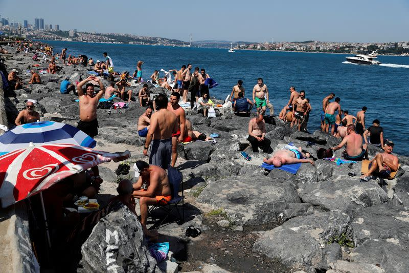 Face masks outside now compulsory in major Turkish cities