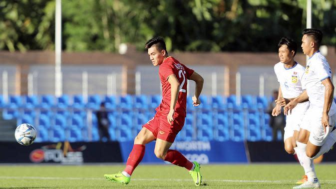 Pemain Timnas Vietnam U-22, Nguyen Tien Linh, saat laga Grup B SEA Games 2019 kontra Laos di Rizal Memorial Stadium, Manila (28/11/2019). (Bola.com/Dok. VFF)