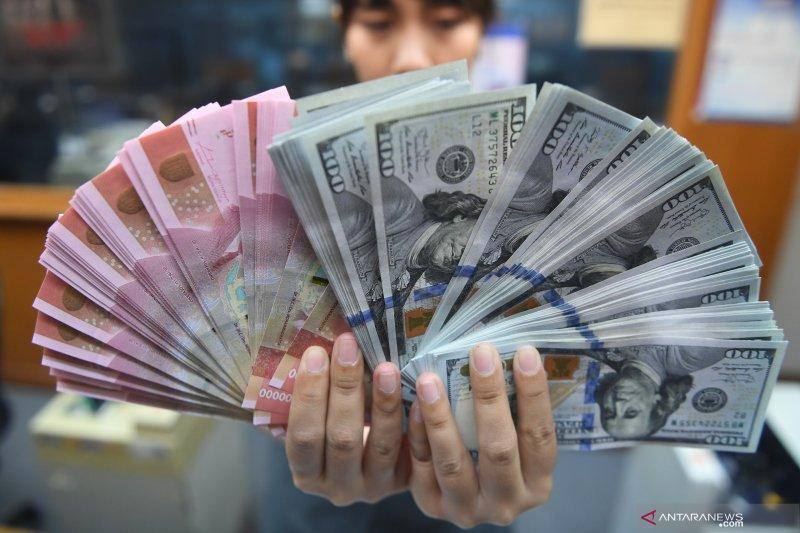 """Rupiah terkulai 33 poin, dipicu isu """"burden sharing"""" dan Dewan Moneter"""