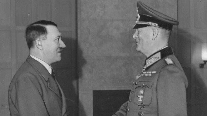 VIVA Militer: Diktator Nazi Jerman, Adolf Hitler bersama Jenderal Wilhelm Keitel