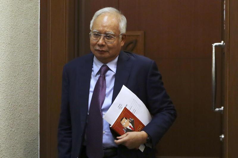 Datuk Seri Najib Razak leaves the Kuala Lumpur Court Complex April 18, 2019. — Picture by Yusof Mat Isa