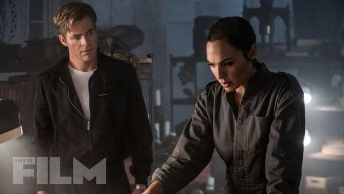 Chris Pine and Gal Gadot in WW1984