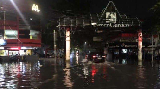 Jakarta Diguyur Hujan Deras, Muncul Genangan Air di Sejumlah Titik